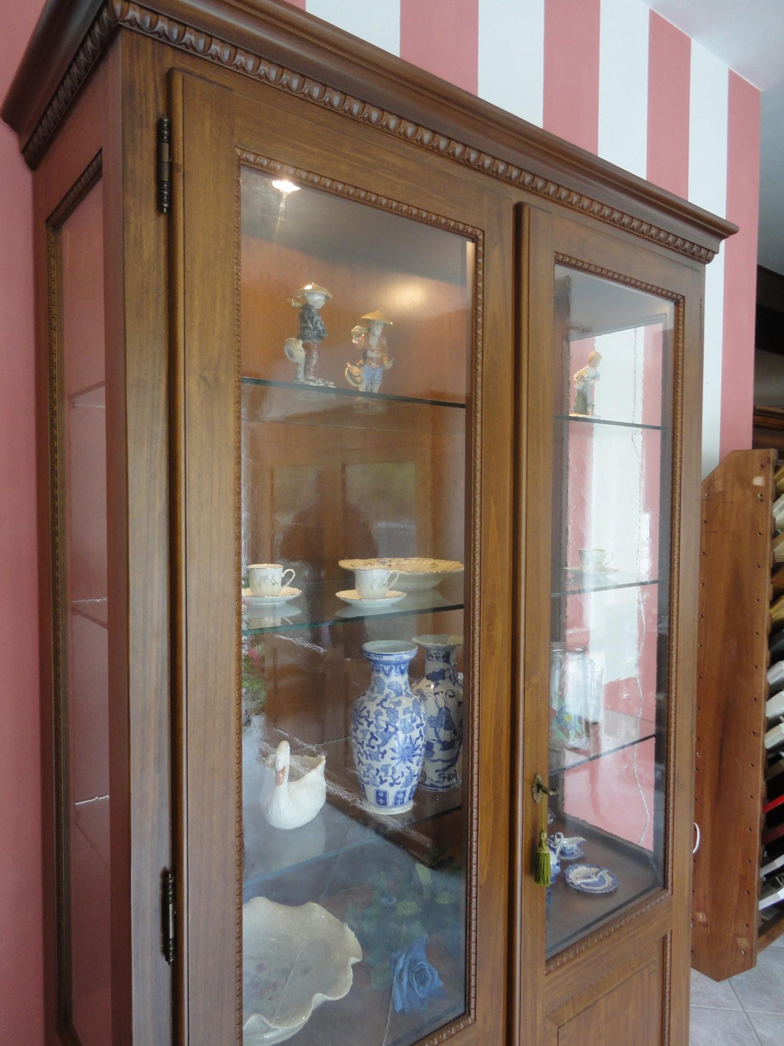 Outlet vetrina classica in noce garnero design for Citta design outlet
